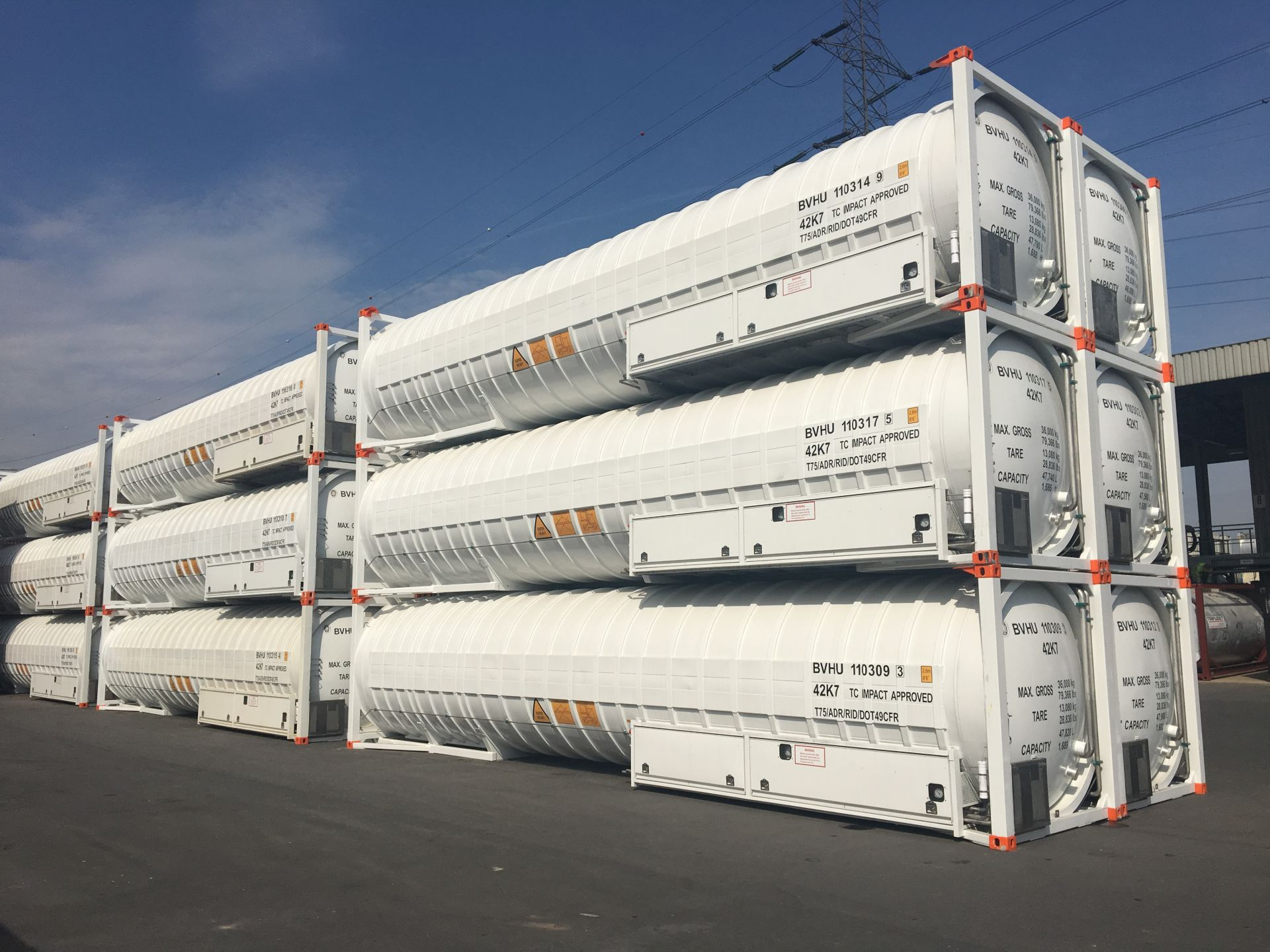 We offer 40ft LNG container leasing and intermodal transport services